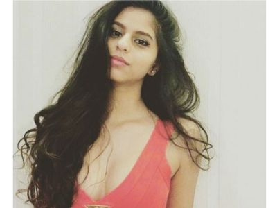 suhana khan shows off her curls
